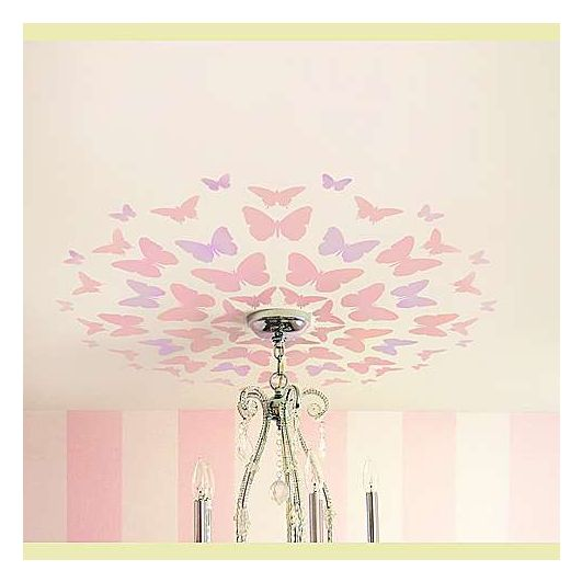 Декор потолка с помощью многоразового трафарета бабочки фото