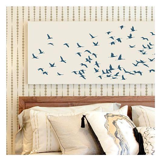 Декор стены с помощью многоразового трафарета птицы фото